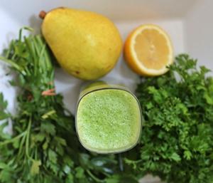Batido de limón y perejil para bajar el colesterol de manera natural