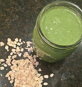 Batido verde de avena y espinacas para adelgazar