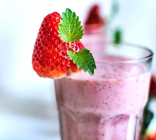 Batido de fresa y yogur de plátano sin azúcar