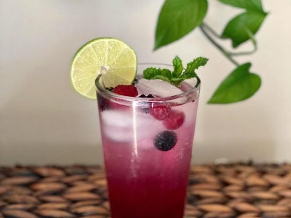 Agua de Jamaica con Frutas