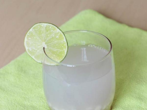 Agua de arroz fresca con limon