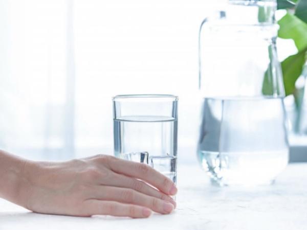 tomar más agua si estás estreñido