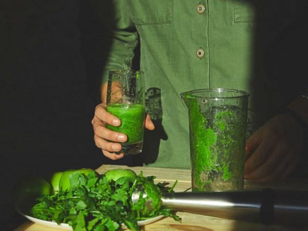 """¿Qué hay de verdad (y mito) en alimentos o batidos que puedan """"limpiar"""" el hígado?"""