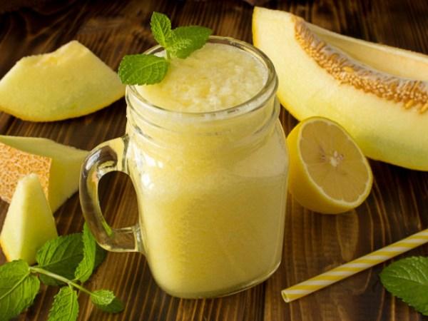 smoothie de melón con limón y hierbabuena, tipo mojito granizadosmoothie de melón con limón y hierbabuena, tipo mojito granizado