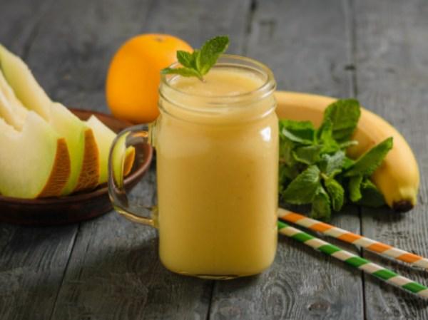 smoothie de melón platano naranja