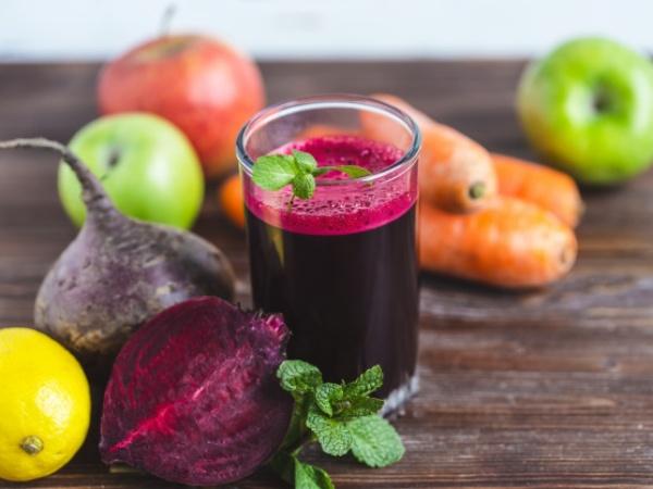Agua de Betabel con Manzana, Zanahoria y Limón