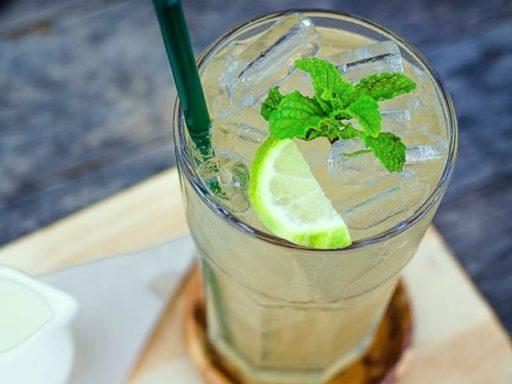Agua de menta y limón