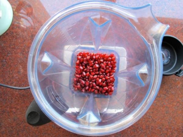 Zumo de granada en batidora