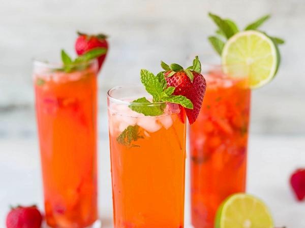 Agua de fresa con limón