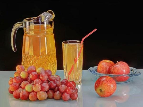 Agua de uva y manzana