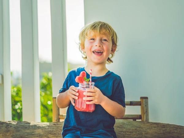 9 Recetas de batidos y jugos naturales de frutas para niños (con datos de vitaminas)