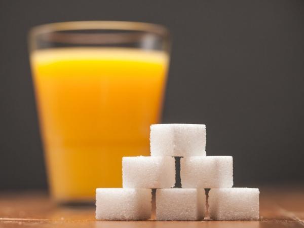 ¿Por qué no tomarlo? 5 Problemas y contraindicaciones de tomar jugo de naranja