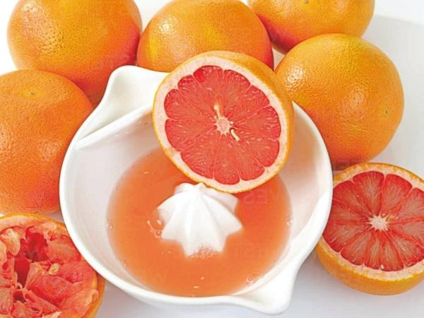 Cómo hacer zumo de pomelo o toronja casero con exprimidor