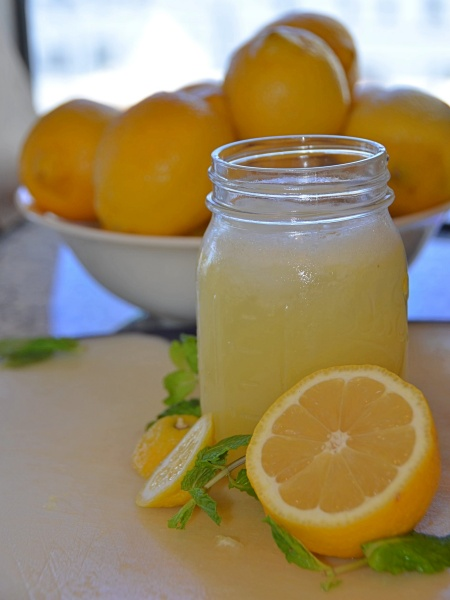 Cómo hacer zumo o jugo de limón natural casero