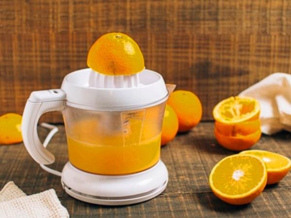 Como hacer zumo o jugo de naranja natural casero en exprimidor eléctrico o zumera