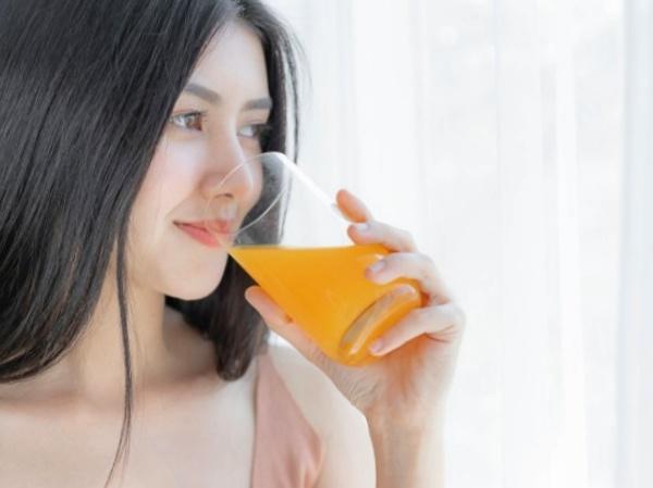 Dudas sobre el zumo de naranja ¿tomar en ayunas? ¿Por las mañanas?
