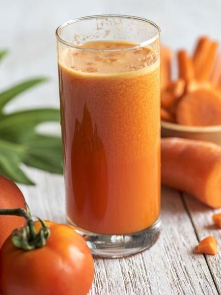 Jugo o Zumo de zanahoria y tomate