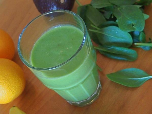 Jugo Verde con Espinaca, Naranja y Aguacate (palta), cargado de vitaminas