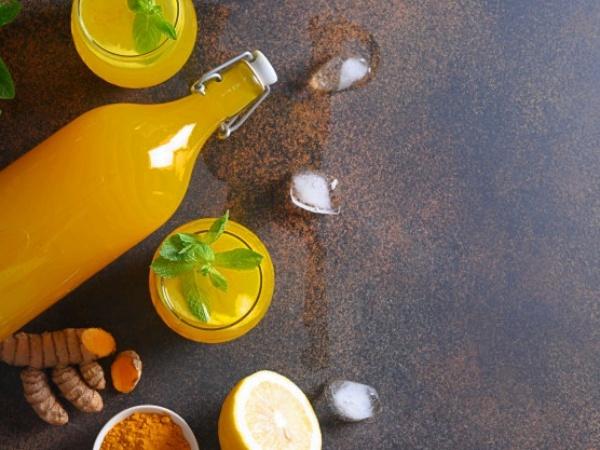 Jugo de limón con cúrcuma